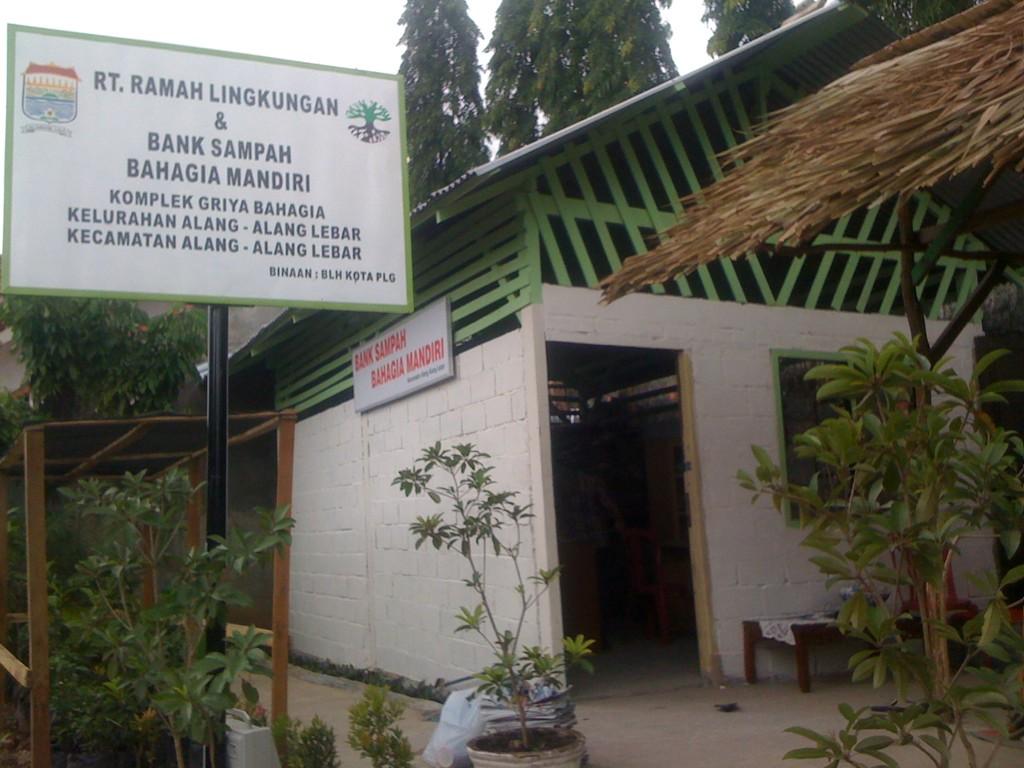 Bank Sampah Mengendalikan Sampah Secara Bijak